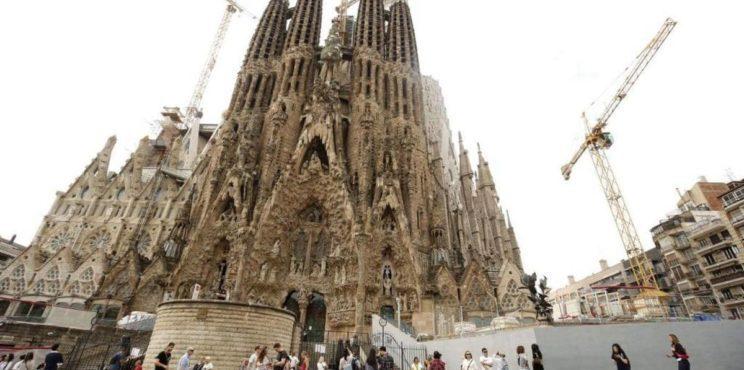 """إسبانيا تعلن موعد """"دخول السياح"""""""